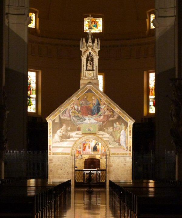 ポルチウンクラ聖堂(アシジ)